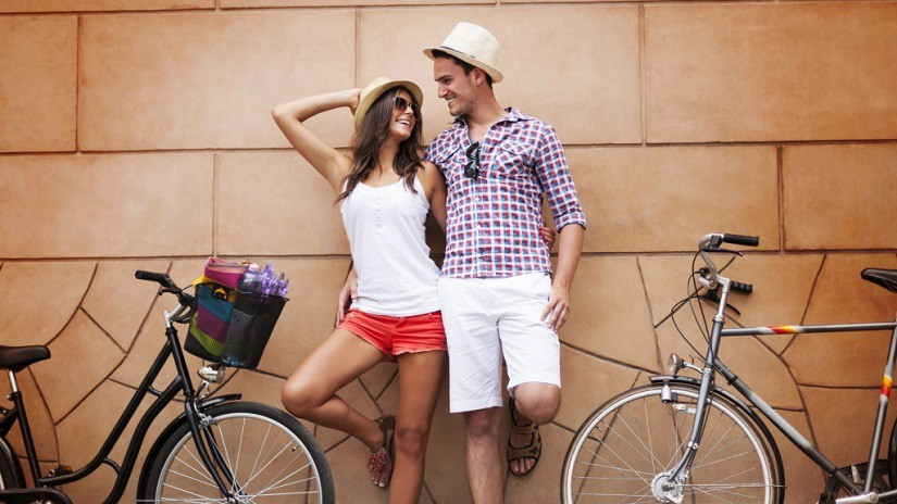 happiness_couple_with_bicycles-1024x576