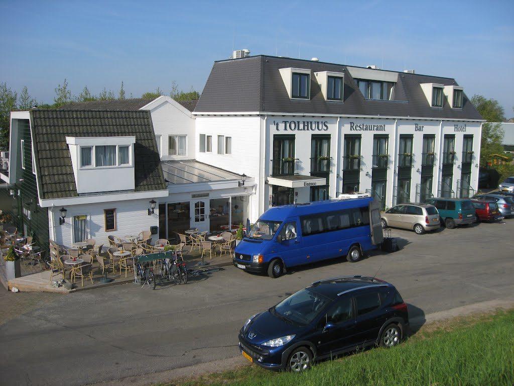 2. Hotely