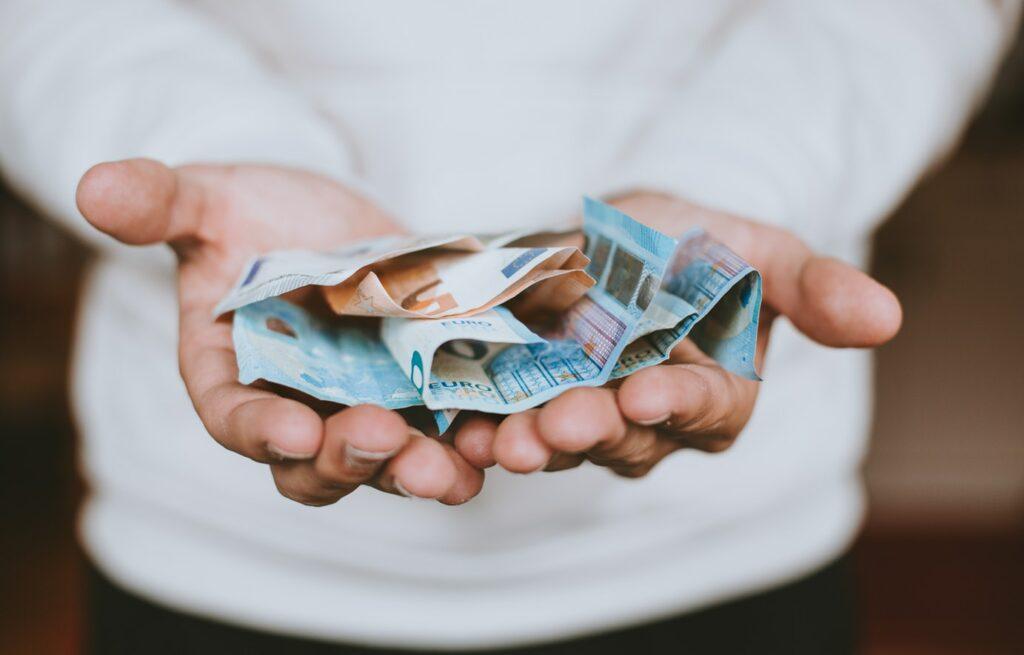 4 Tu precisas de dinheiro!