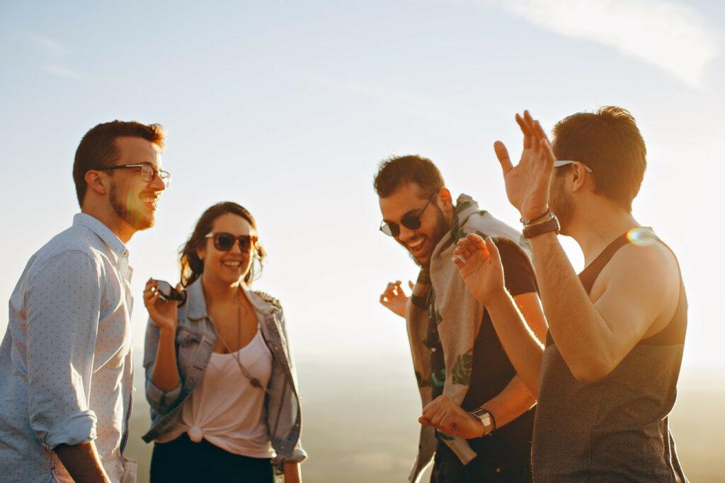 A felicidade das pessoas que vivem no estrangeiro